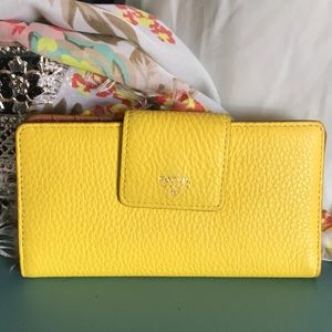 Yellow Fossil wallet - great condition